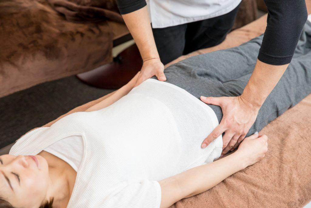 保険適用外の産後の骨盤矯正